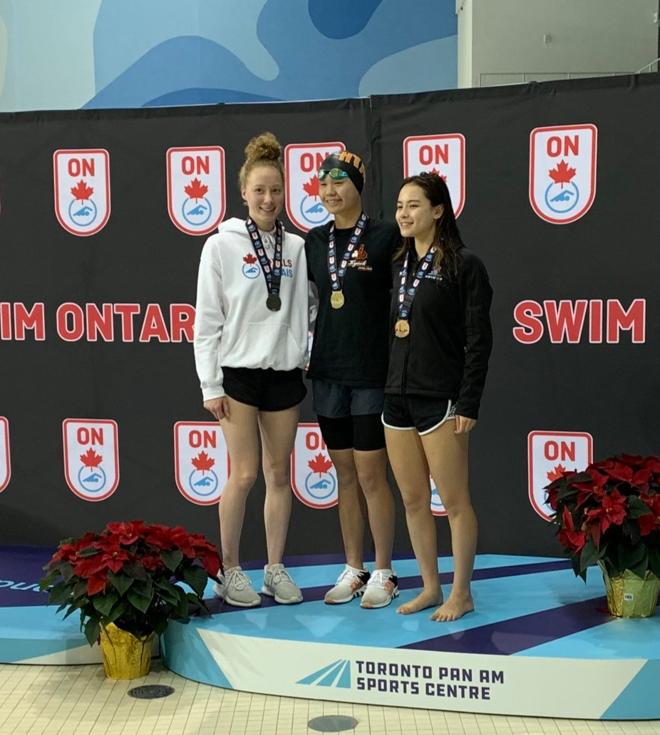 BC sweep of opening race of 2018 OJI - women's 1500 Free): Gold - Octavia Lau (centre) Silver - Chantel Jeffrey (left - Emma Myburgh standing in) Bronze - Kyla Ross (right)