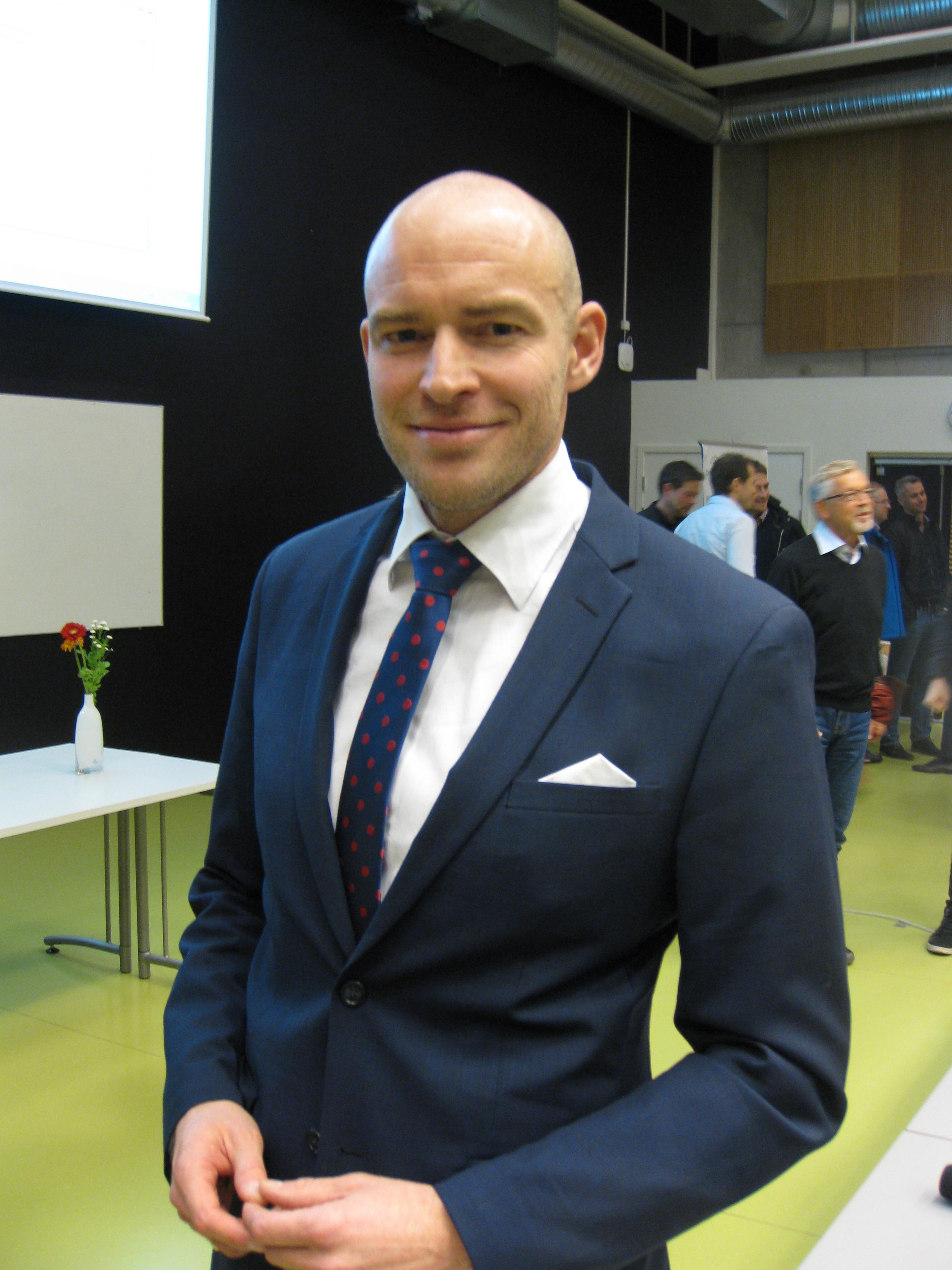 Marius Myrstad briljerte i sin disputas 15. okt 2015. www.forskerlivet.no
