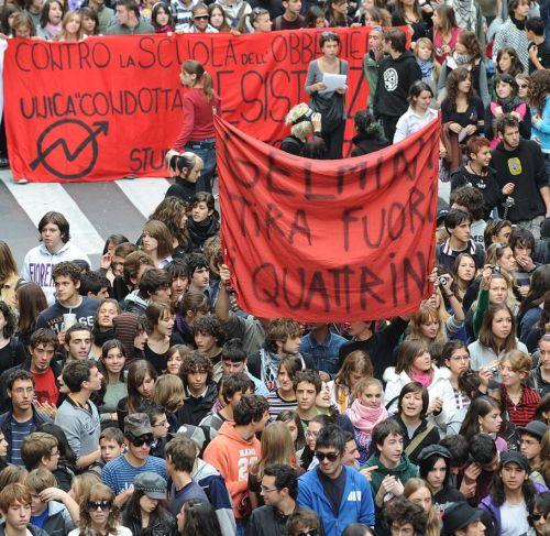 credit:http://ilmessaggero.it/ student protest gelmini decree