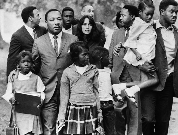 joan baez with martin luther king jr -- march on washington