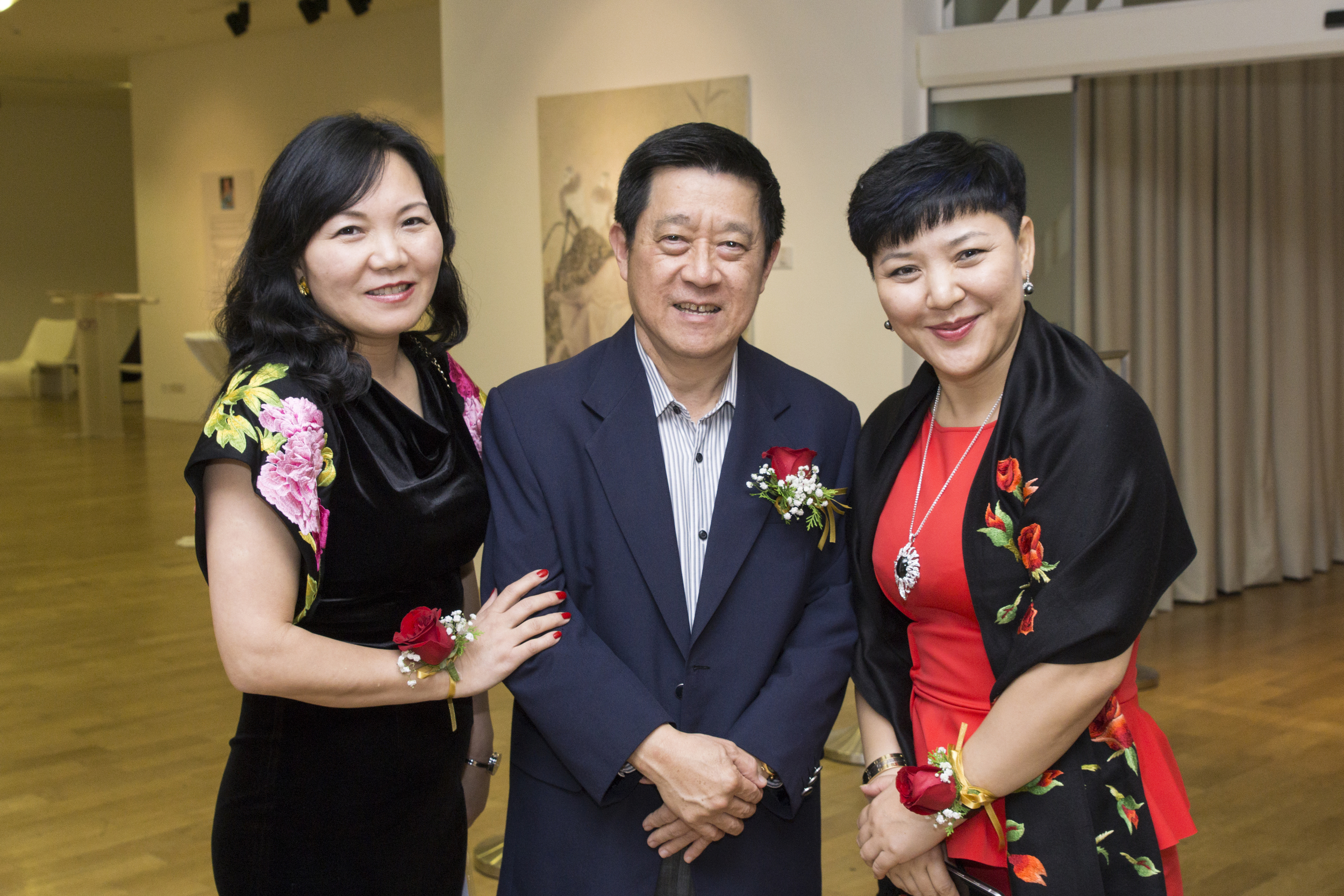 Ms. Jenny Zhu Huimin, Lisa Quan With Mr. Choo Thiam Siew