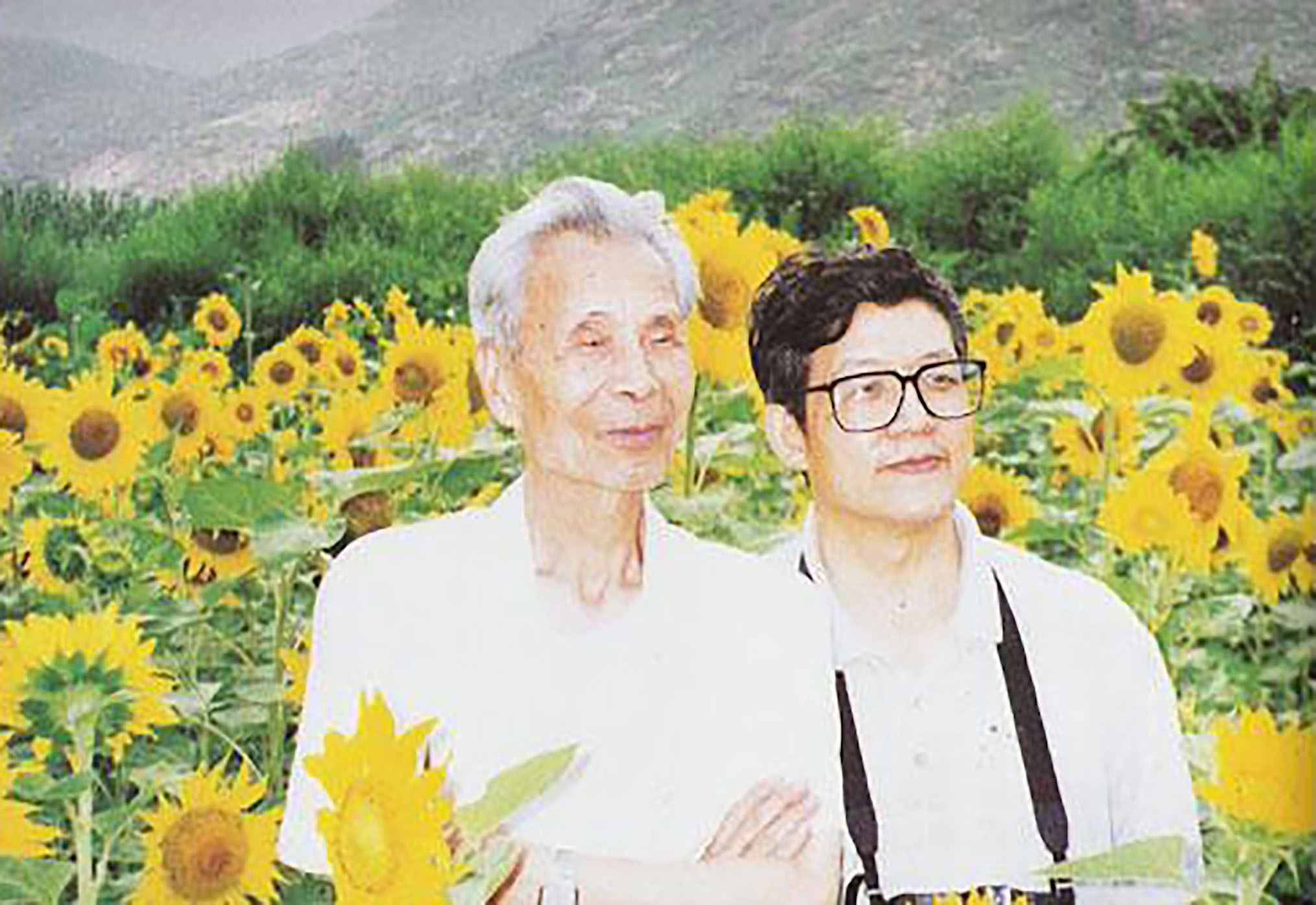 Born 1942 in Kunming, Yunnan, Li Fuyuan has established a great reputation in the art scene. He has exhibited his artwork all over the world and Gallery NaWei is pleased to feature his wonderful collection.  Li ( pictured right ) is a Chinese Asian Modern & Contemporary artist who as a student of renowned Master Wu Guanzhong ( pictured left ) honed in on an amazing talent. Similar to his teacher Li finds a delight in nature and seeks the best way to show the power of the form he admires.   Through his artwork Li encourages love for all living things and his appreciation for the beauty creation brings to the world is evident through his painting.  Imagination is let run free in Li's work and the viewer can't help but be absorbed in his vision.