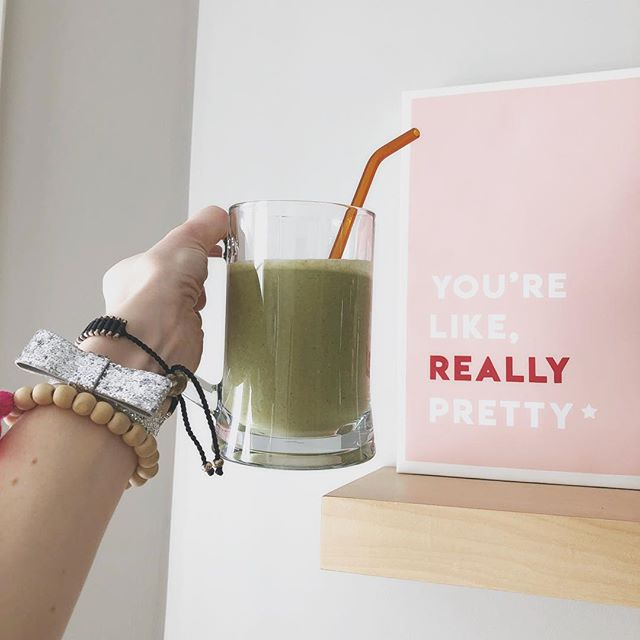 Well, you are!!!! So cheers to you, pretty Lover of life :))) 💕🌿 Chocolate for breakfast is ok when you add your greens, yes?! 🌿🍫 #happymonday #april #makelovetoyourlife #chocolate #proteinshake #greensmoothie
