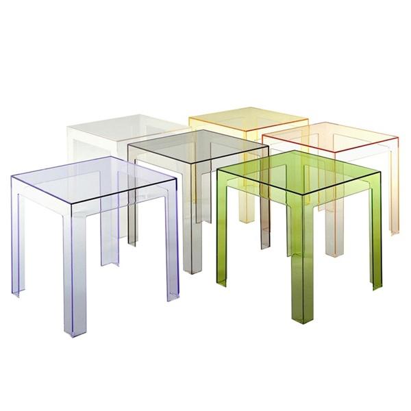 Jolly   Paolo Rizzatto   Sidobord. Ett litet transparent bord med de perfekta måtten   40 x 40 x 40 cm.   Går att beställa i flera färger.     Lagerstatus: I lager.