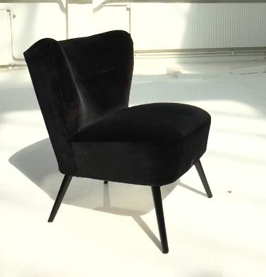 Vintage Fåtölj   Klädsel svart sammet  H 71 cm H 41 cm D 88   Lagerstatus i lager