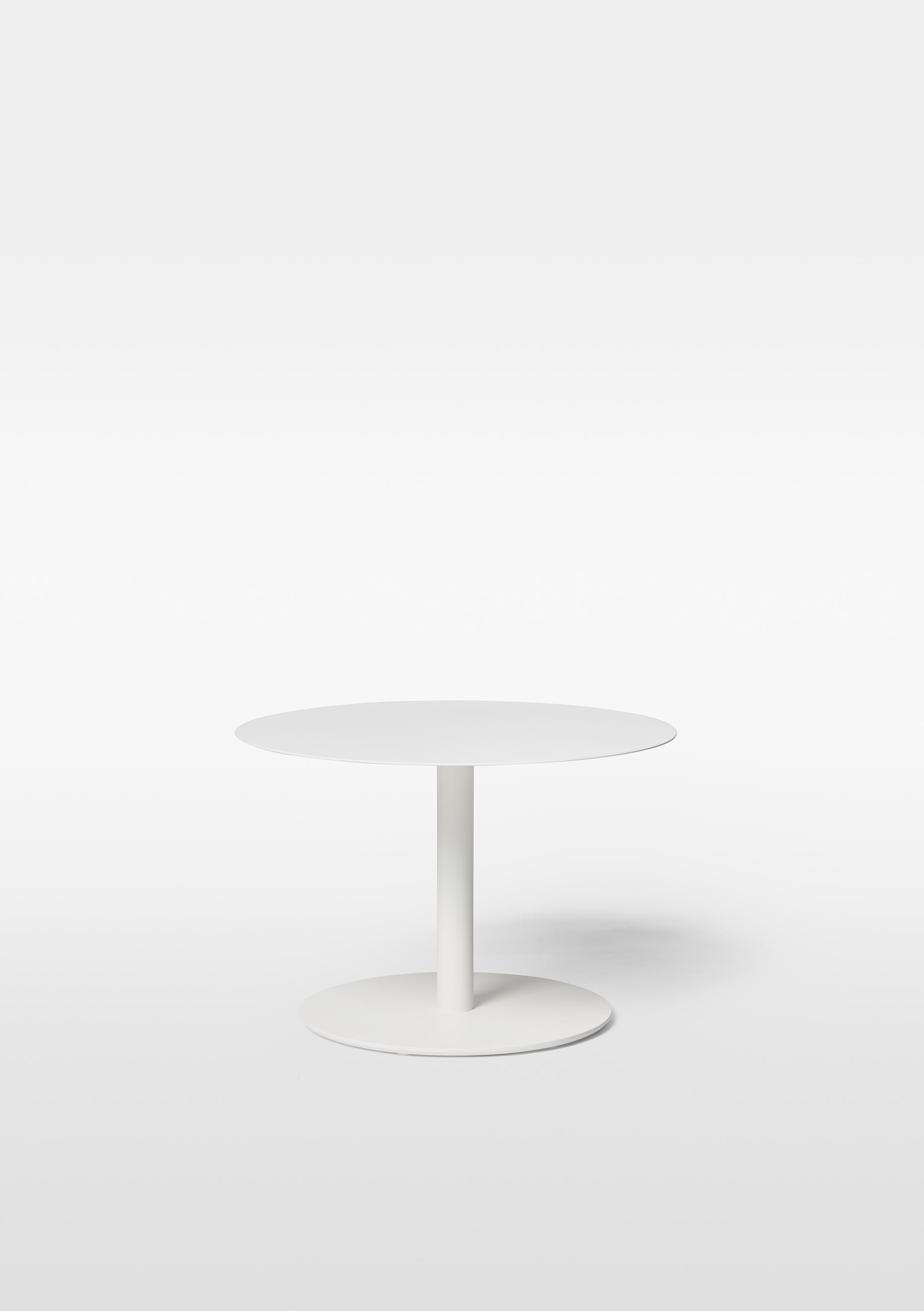 Odette Coffe Table MASSPRODUCTION   Galvaniserat och pulverlackerat vit stål  H 42 cm D 50 cm   Lagerstatus: I lager