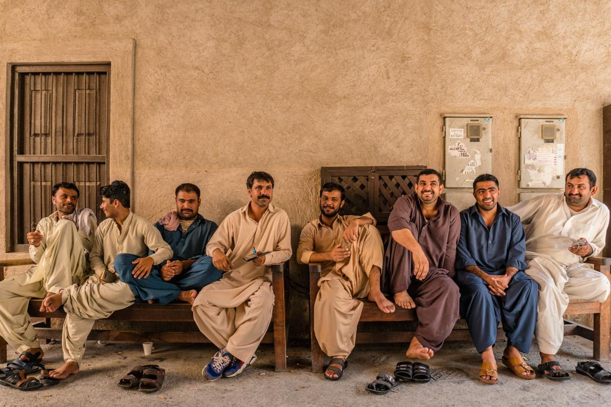 Travailleurs pakistanais en pause àShindagha..