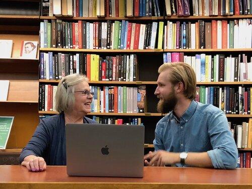 Trygg & pedagogisk hjälp - Hos Datorskolan på Norrtälje Stadsbibliotek finns din handledare tillgänglig för dig i 25 minuter för att besvara dina frågor och handleda dig i dina digitala ärenden.