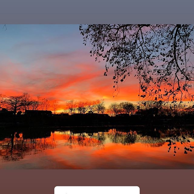 Sky's on fire tonight 🔥 #riverhavenrental #lakeliving . . . . #Vrbo #homeaway #homeawayfromhome #vacation #family #trip #travel #picoftheday #instatravel #explore #familyvacation #newbraunfels #guadalupe #lakeplacid #lake #lakehouse #sunset