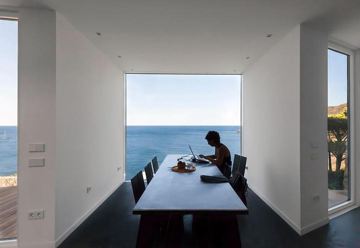 weekend-house-in-spain-dining-room_oggetto_editoriale_h495.jpg