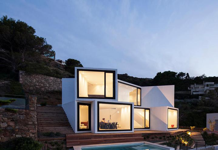 weekend-house-in-spain-external-view_oggetto_editoriale_h495.jpg