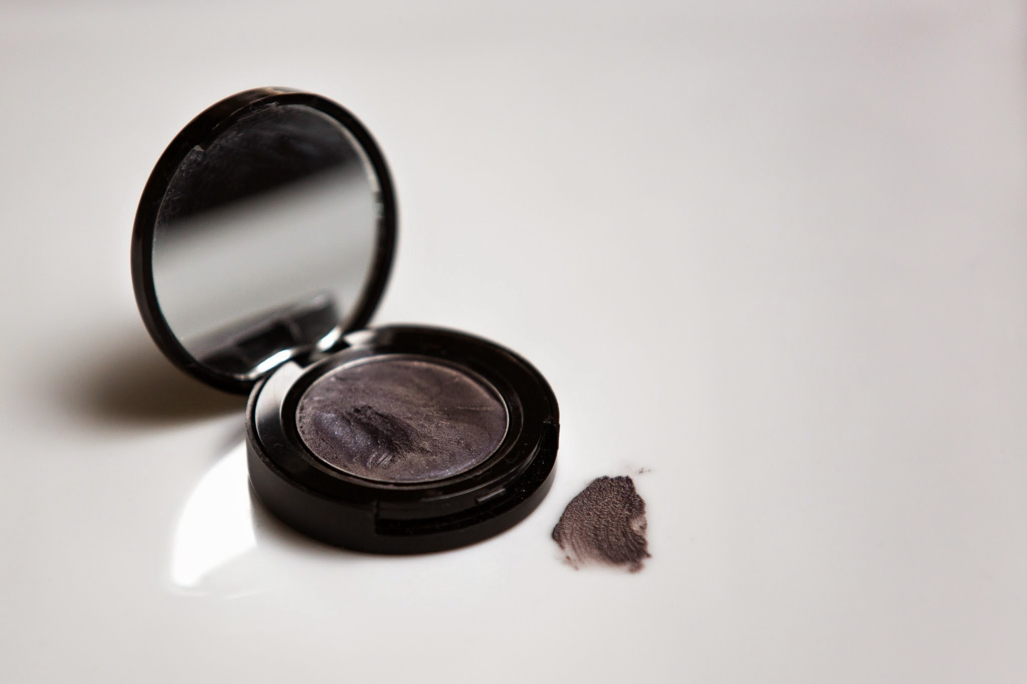 La Bella Figura Beauty Soothing Creme Eye Shadow in Damn Elvia /   Photograph by Casey Broadwate r