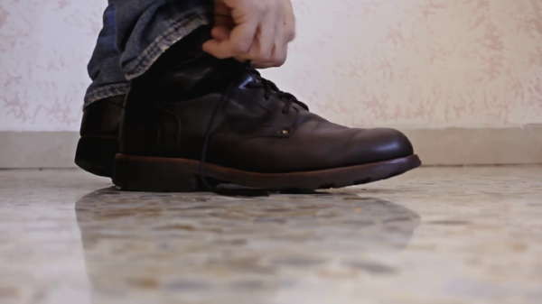 feet-shoes-tie-side-tying-the-shoelaces-of-a-pair-of-classic-shoes-side-shot_41of9zi8x__F0000.png