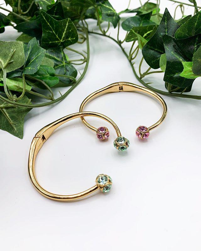 Umn these are the 💣💥 #arlingtonheightsmoms #arlingtonheights #chicagoland #chicagostyle #banglestack #banglebracelet #upscaleresale #resaleboutique #boutiquejewelry