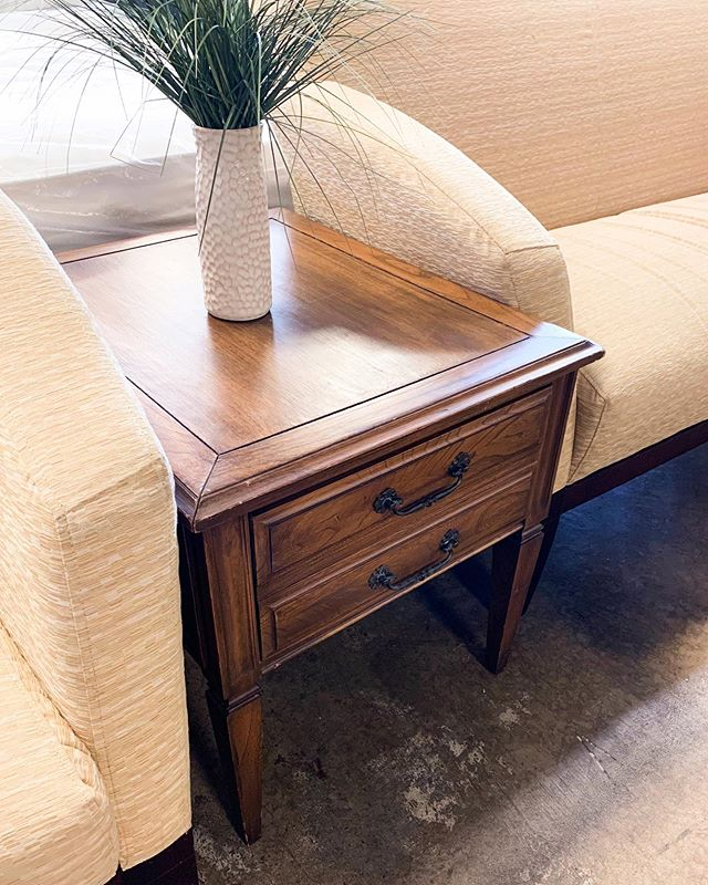 Our furniture section is always bursting with new #furniturefinds #upcycledfurniture #upcyledfurniture #chicagoland #chicagostyle #resaleboutique #upscaleresale #arlingtonheights #chicagomoms #palatine