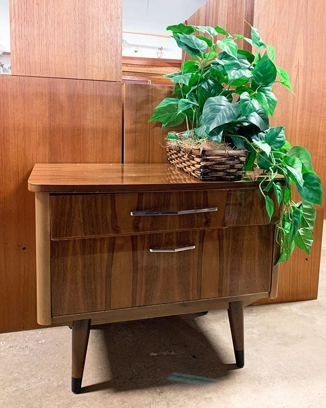 #Saturday #arlingtonheights #arlingtonheightsil #arlingtonheightsmoms #backtoschool #dormsweetdorm #dormroom #accentfurniture #upcycledfurniture #chicagoland #chicagothrift