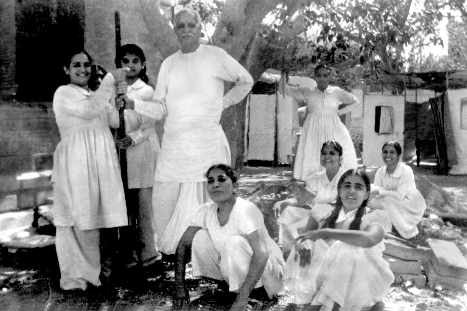 Om Mandli, Karachi, 1935