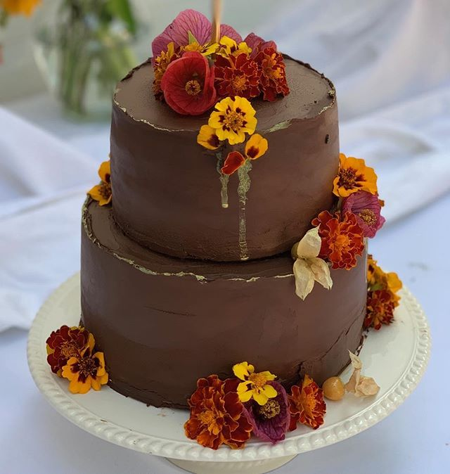 Happy 75th birthday to my mamma! Delicious hazelnut cake recipe by @bravetart, whipped chocolate ganache filling, ganache frosting, and decoration by me. #chocolatecake, #chocolate, #cakedecorating, #cakeart