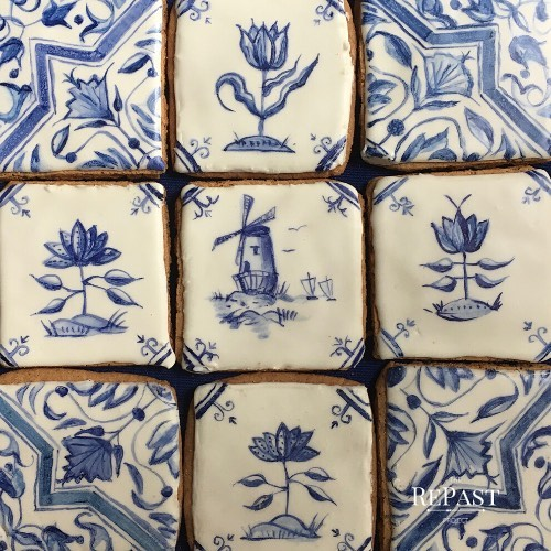 Inspired by my new job at @oldstonehousebklyn , I painted #cookies with #flowers and #windmills so they look like the #delft #tiles in the #museum. This is my idea of fun 😝!
