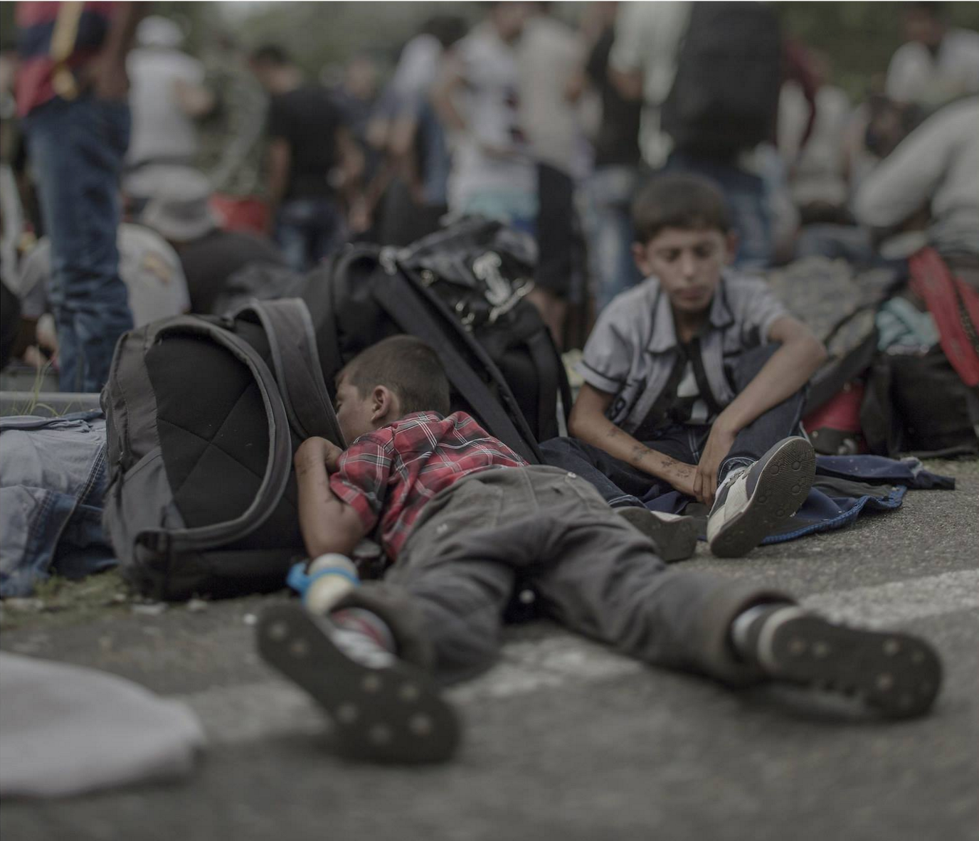 Source : Syrian child asleep at the Hungary border.
