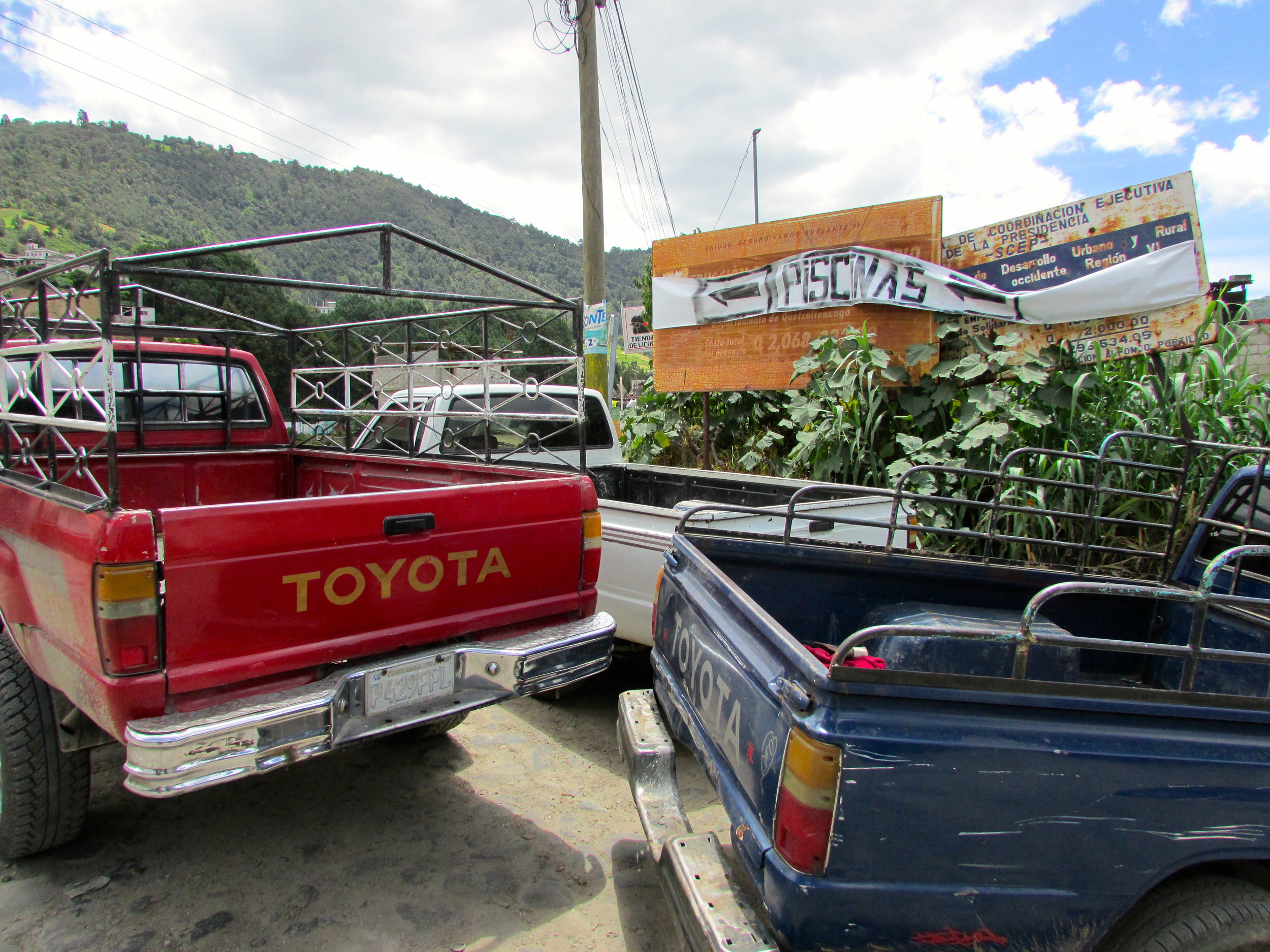 Vehicles in Almolonga. Photo credits: Giovanni Batz