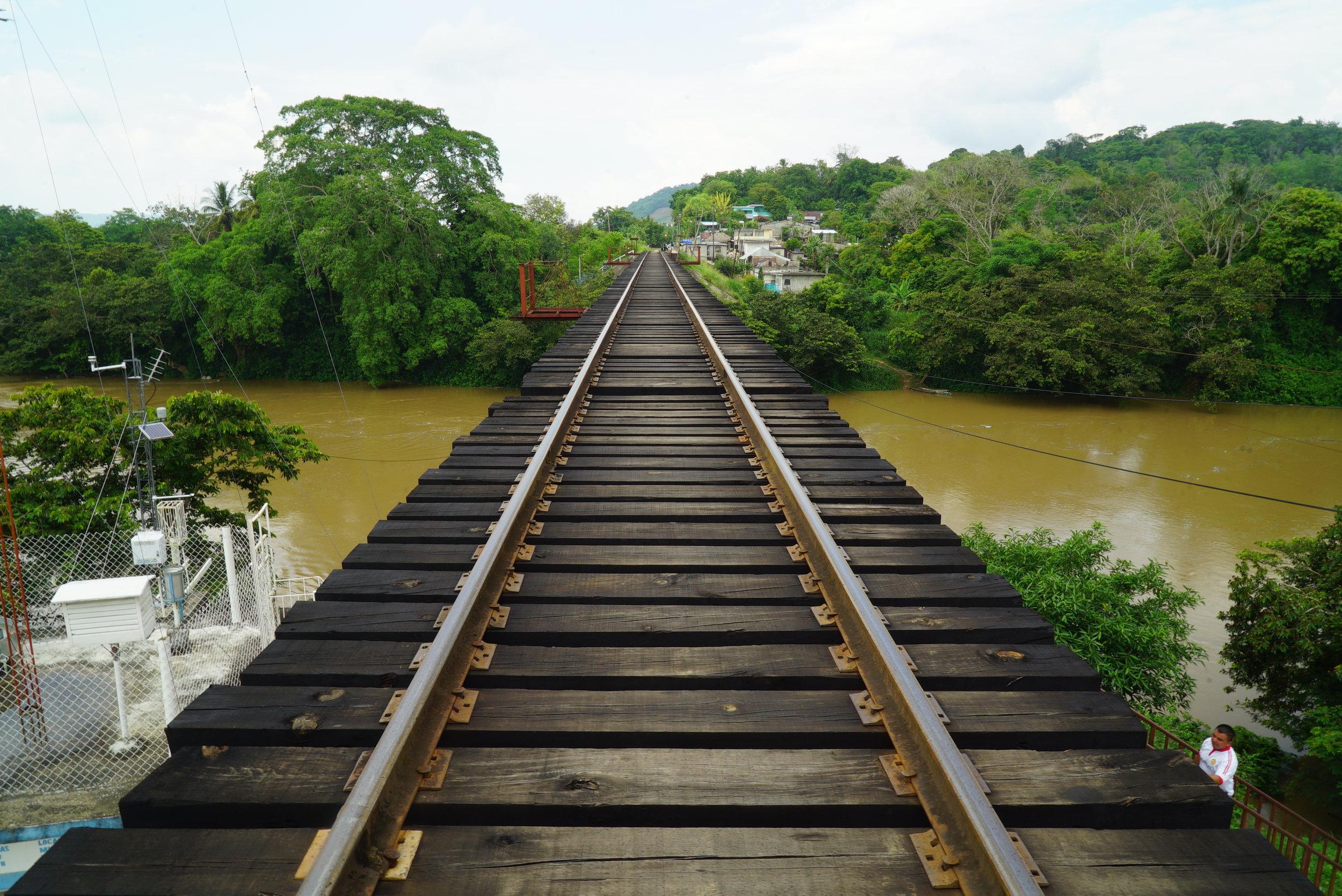 Las vías del tren de Salto de Agua, Mexico, cerca de la frontera con Guatemala. Créditos Fotográficos:Irving Mondragón.