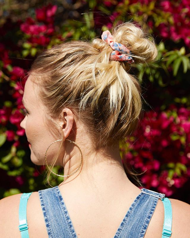 Anyone else so happy that scrunchies have made a major comeback? (And overalls) 👏🏼 I'm regretting throwing away all the scrunchies I had as a kid but grateful to know that @torridfashion is taking the situation up a notch. Considering my hair spends about 90% of the time in some sort of top knot, this is a trend I can very much get into 🙌🏼 Off to tour around Seoul, South Korea today 🌏 #torrid #torridfashion #ad