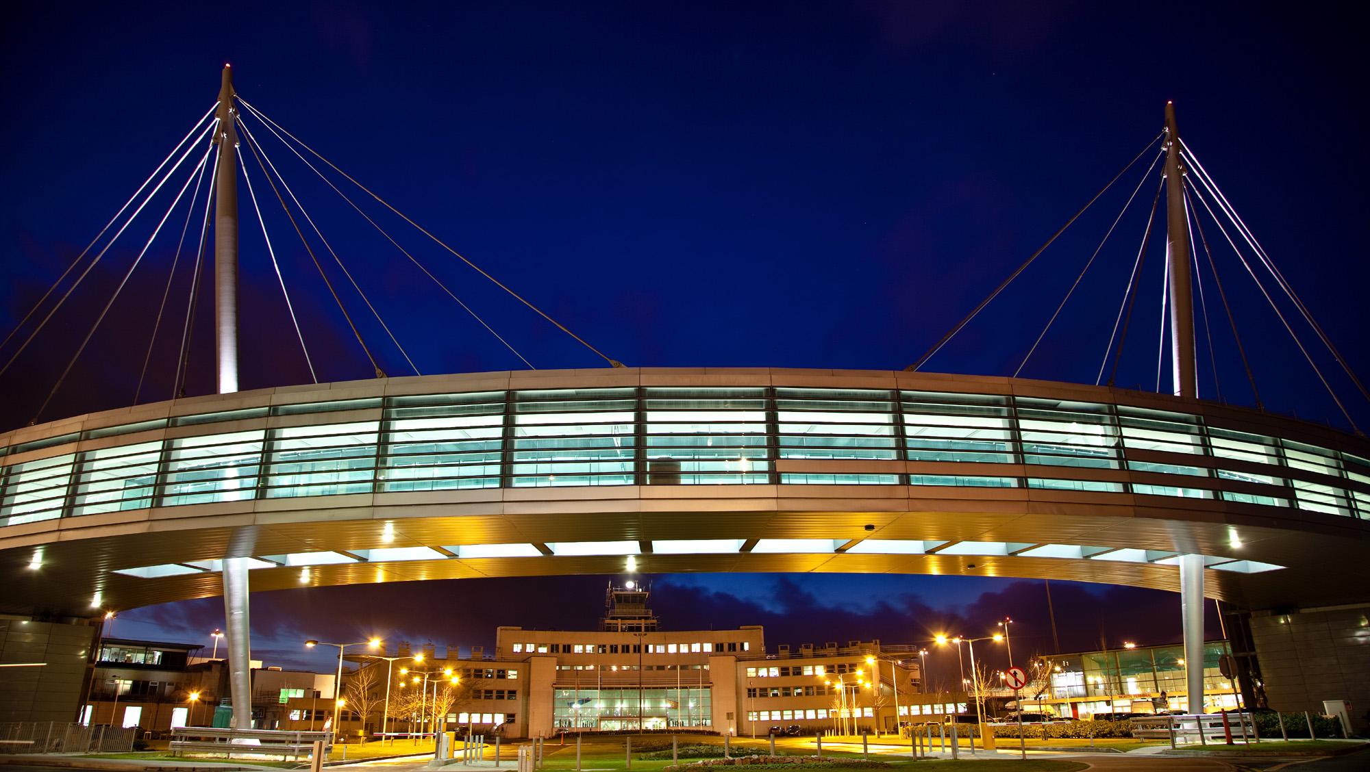 Dublin Airport - Skybridge at night.jpg