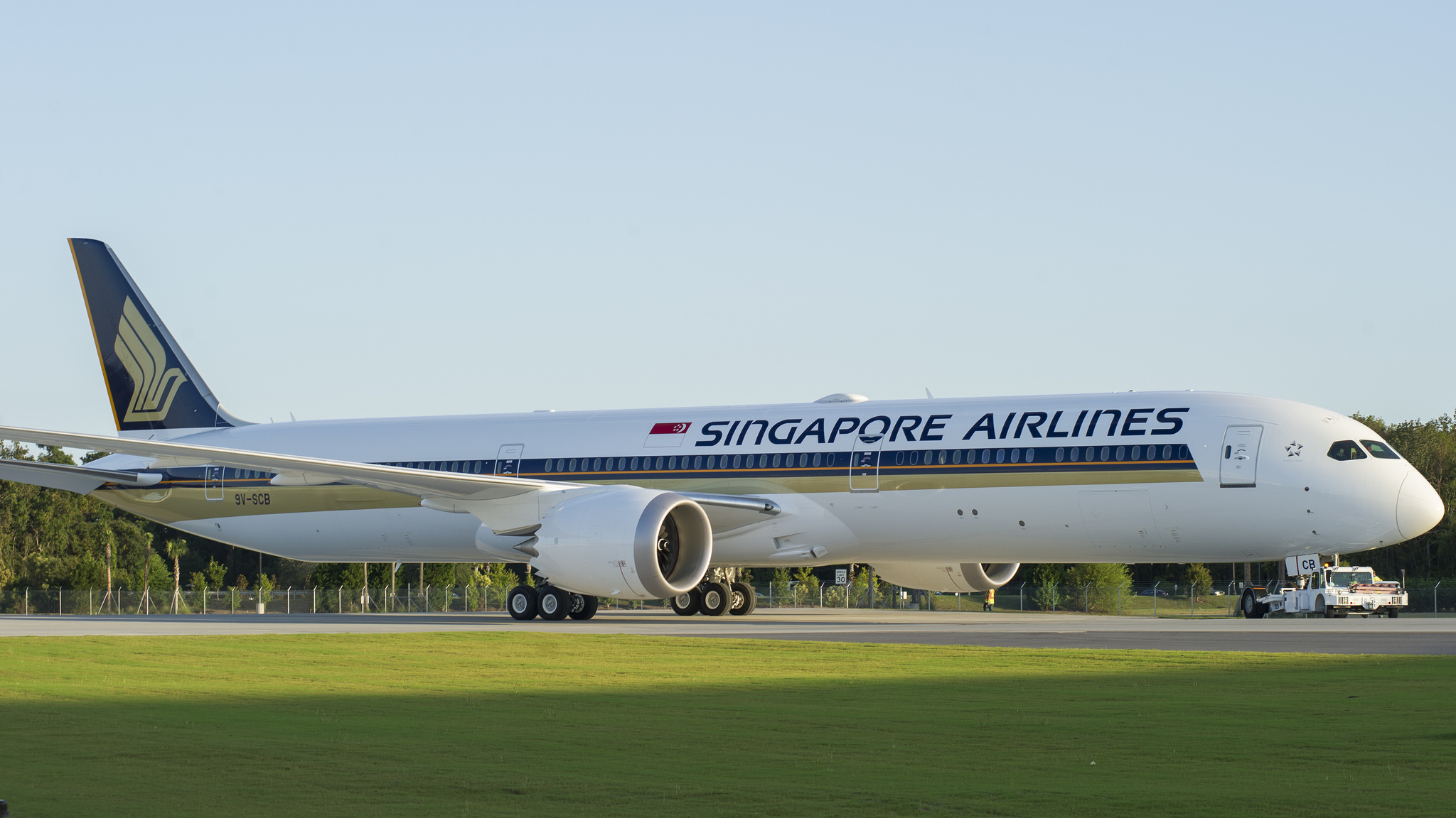 Rolls Royce delivers to Singapore Airlines