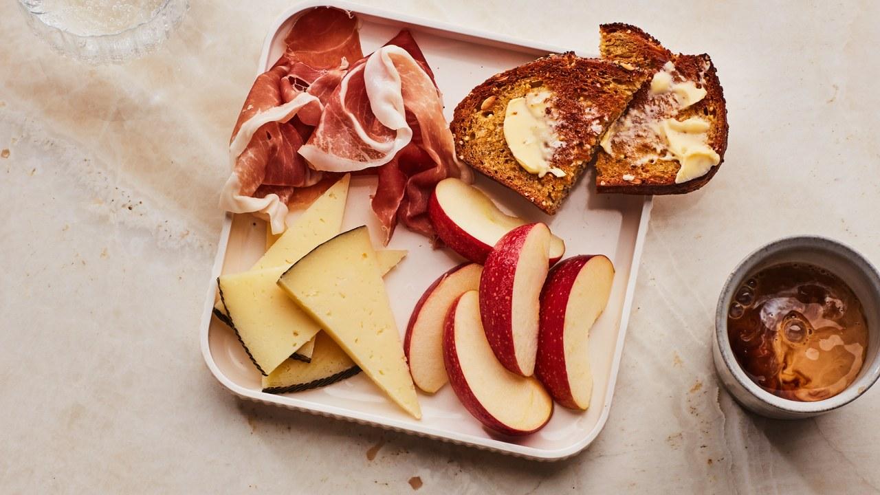 Breakfast-Snack-Trays-apples-cheese-prosciutto-17102018.jpg