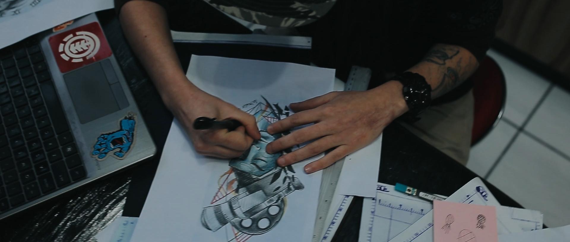 Gabrielle-Pereira-tatuadora-Curitiba-tattoo-ricardo-franzen-love-freedom-madness-producao-de-filme-video-de-tattoo-into-the-skin (2).jpg