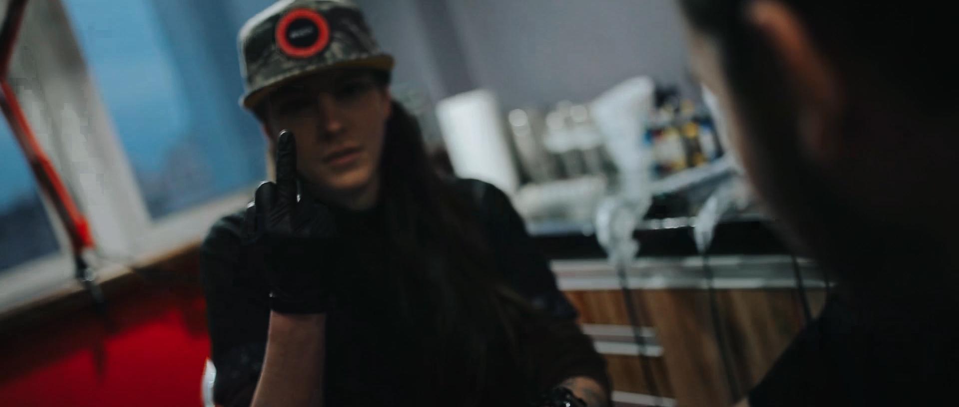 Gabrielle-Pereira-tatuadora-Curitiba-tattoo-ricardo-franzen-love-freedom-madness-producao-de-filme-video-de-tattoo-into-the-skin (6).jpg