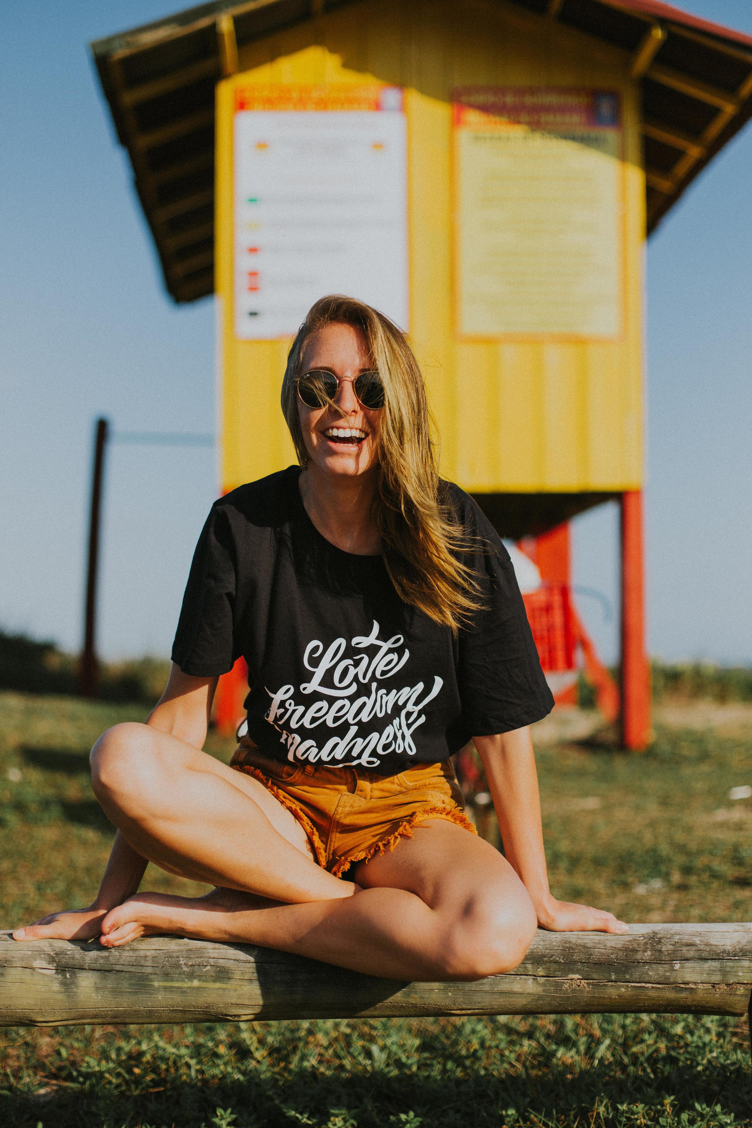 Gaby-Braun-Love-Freedom-Madness-Model-Brazil-t-shirt-beach-praia-ensaio-campanha-fotos-na-praia-ricardo-franzen-2.jpg