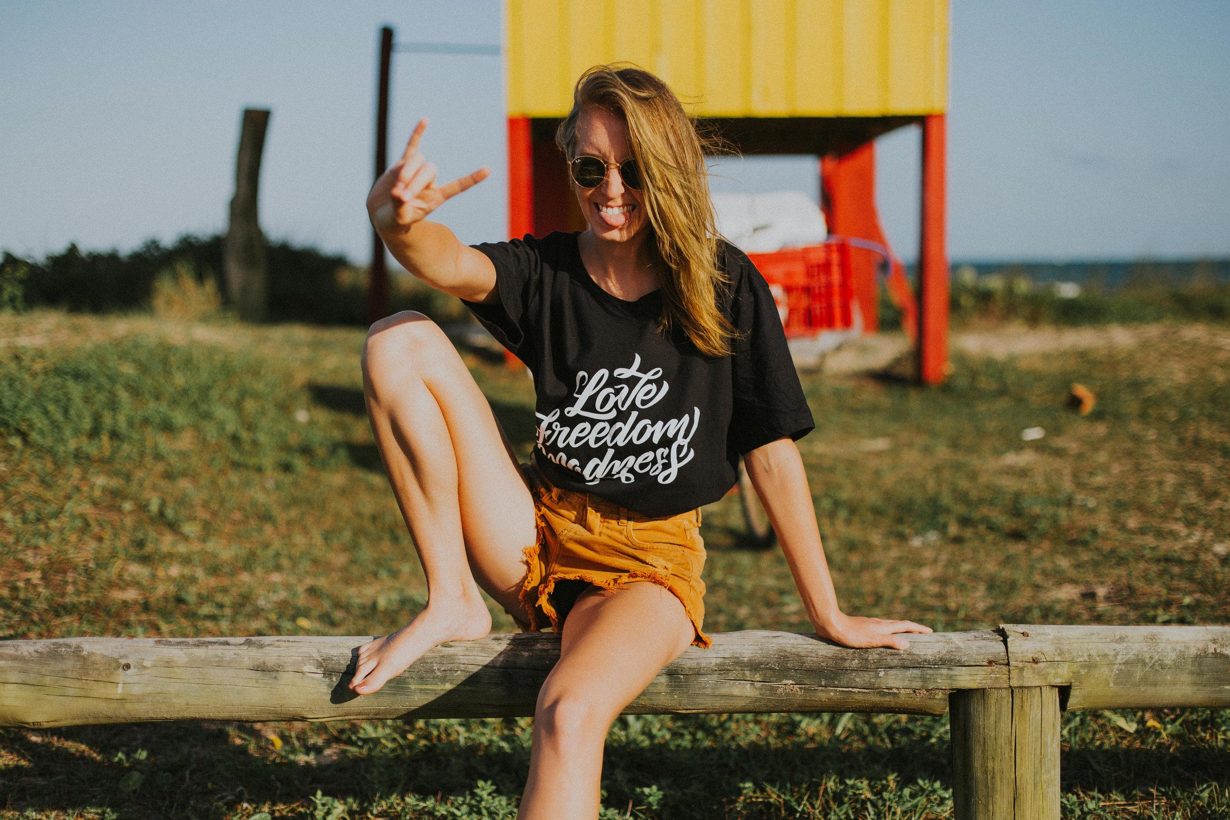 Gaby-Braun-Love-Freedom-Madness-Model-Brazil-t-shirt-beach-praia-ensaio-campanha-fotos-na-praia-ricardo-franzen-1.jpg