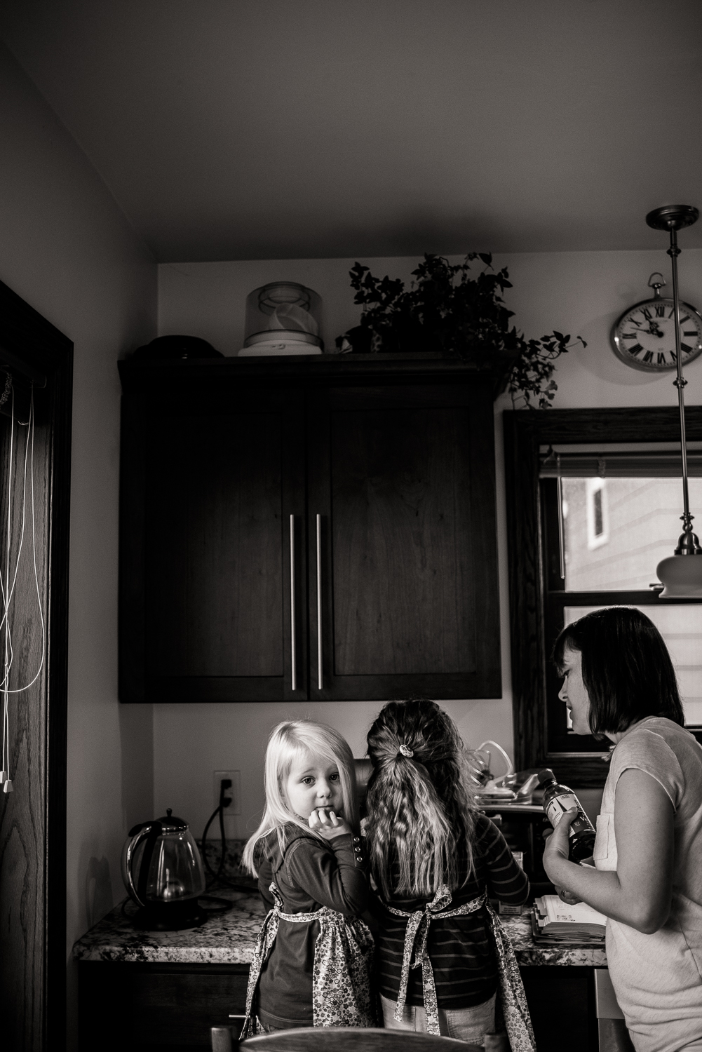 family baking cookies