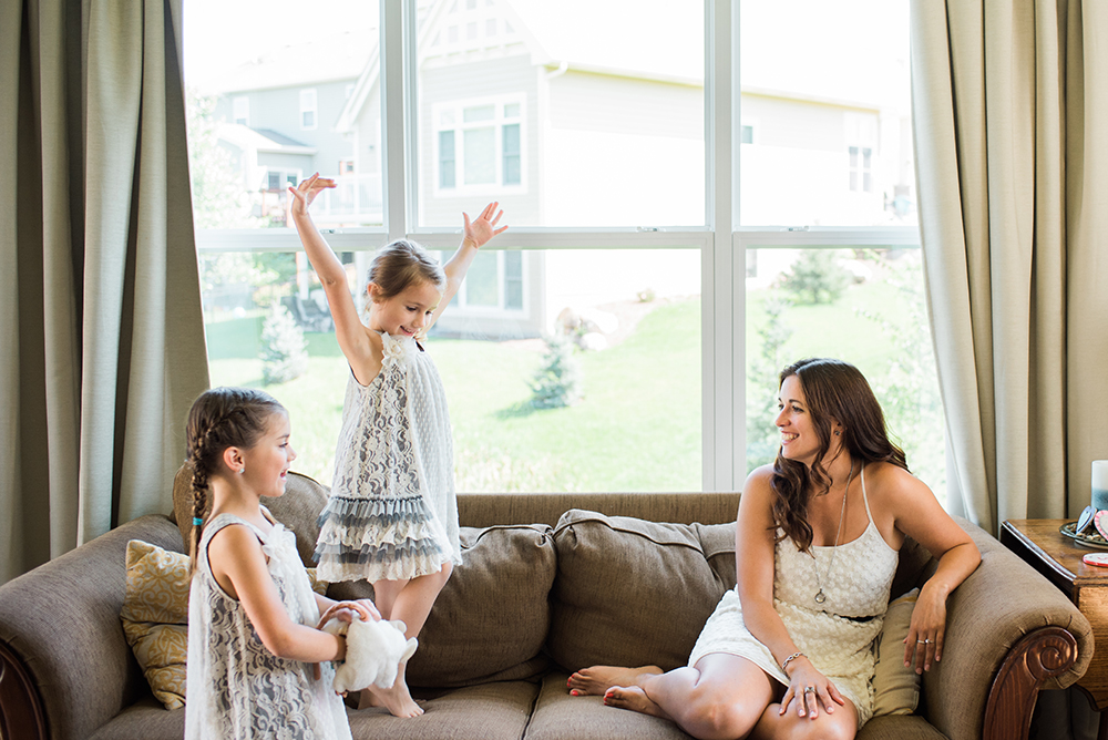 lifestyle photography family in living room