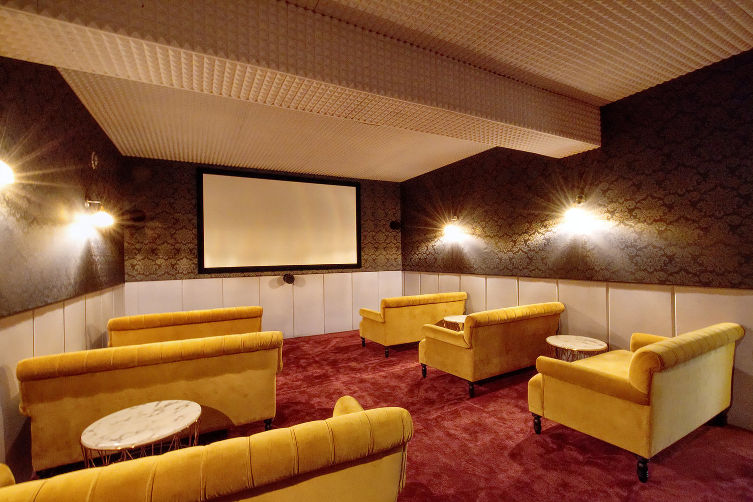 <strong>Salle de Projection</strong><p>12pax - 75008</p>