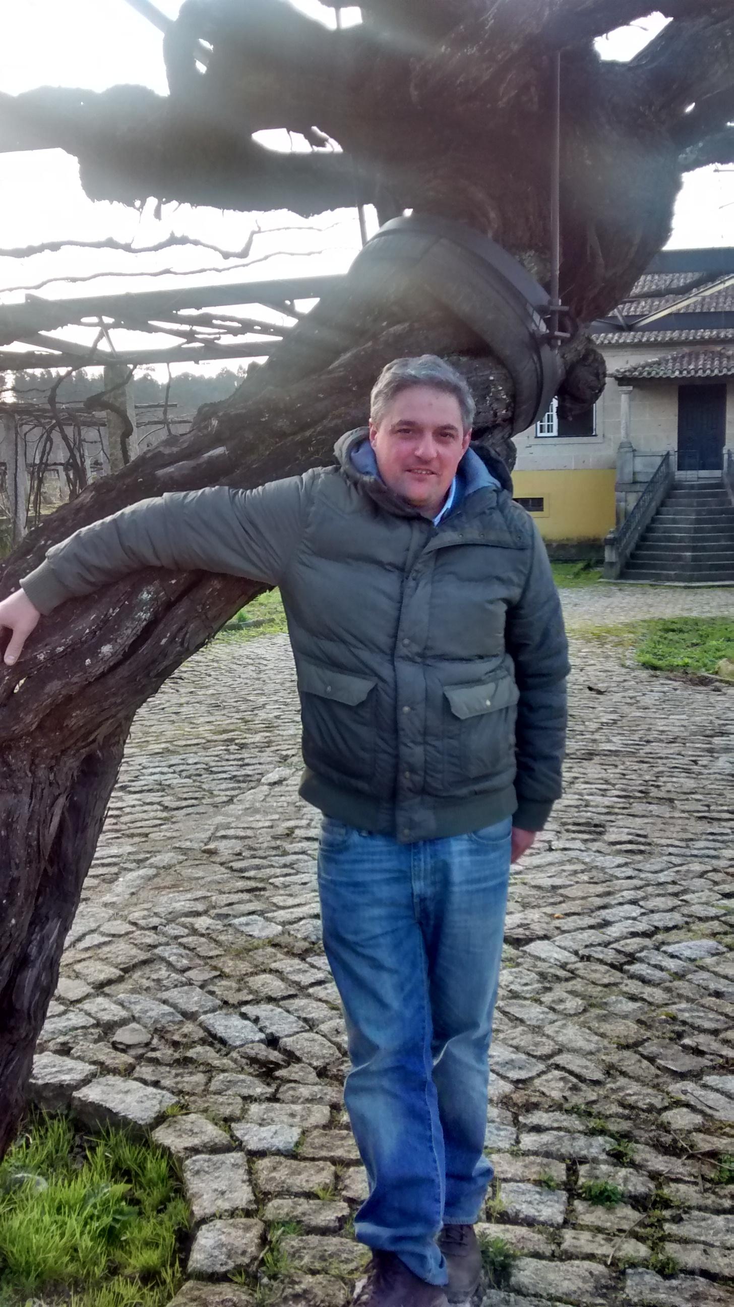 Oenologist Carlos Blanco