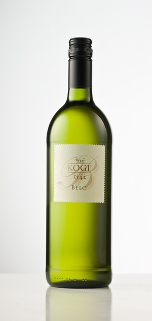 Blend  : Riesling 33.3%, Sauvignon Blanc 33.3%, Chardonnay 33.3%    Vineyard  : 25-30 year old vines; slopes of 20-30%, with southern exposure to the Drava River Valley; soils are sandy clay over marl and lime sandstone    Farming  : Native grass ground cover; vines trained for optimal sun exposure; grapes hand-harvested    Winemaking  : Fermentation in stainless steel tanks