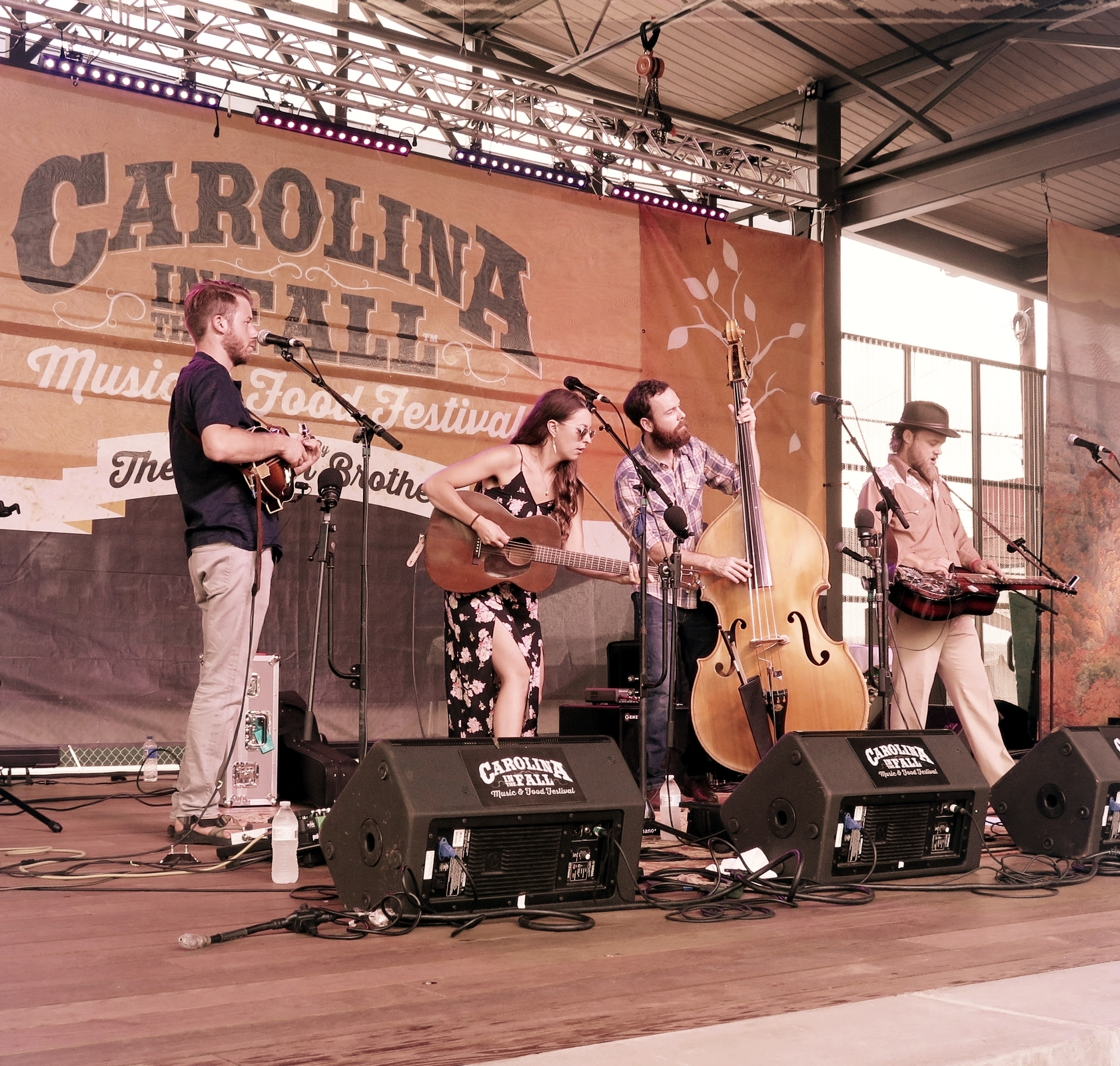 Lindsay Lou & The Flatbellys   play Carolina In The Fall 2017
