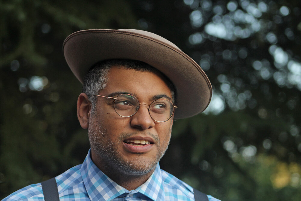 Dom Flemons at the Outback Opry drive-in concert 09-05-20 (photo: Daniel Coston)