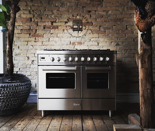 Presenting The New Rangecooker from iLVE! - This Beauty Cooks As Good As It Looks 🙌 Comes in five amazing colours; antique white, grafite black, pure white, burgundy or in the stainless steel 😎 All the colours are super sexy, but we chose the stainless steel 😍 What would you choose?