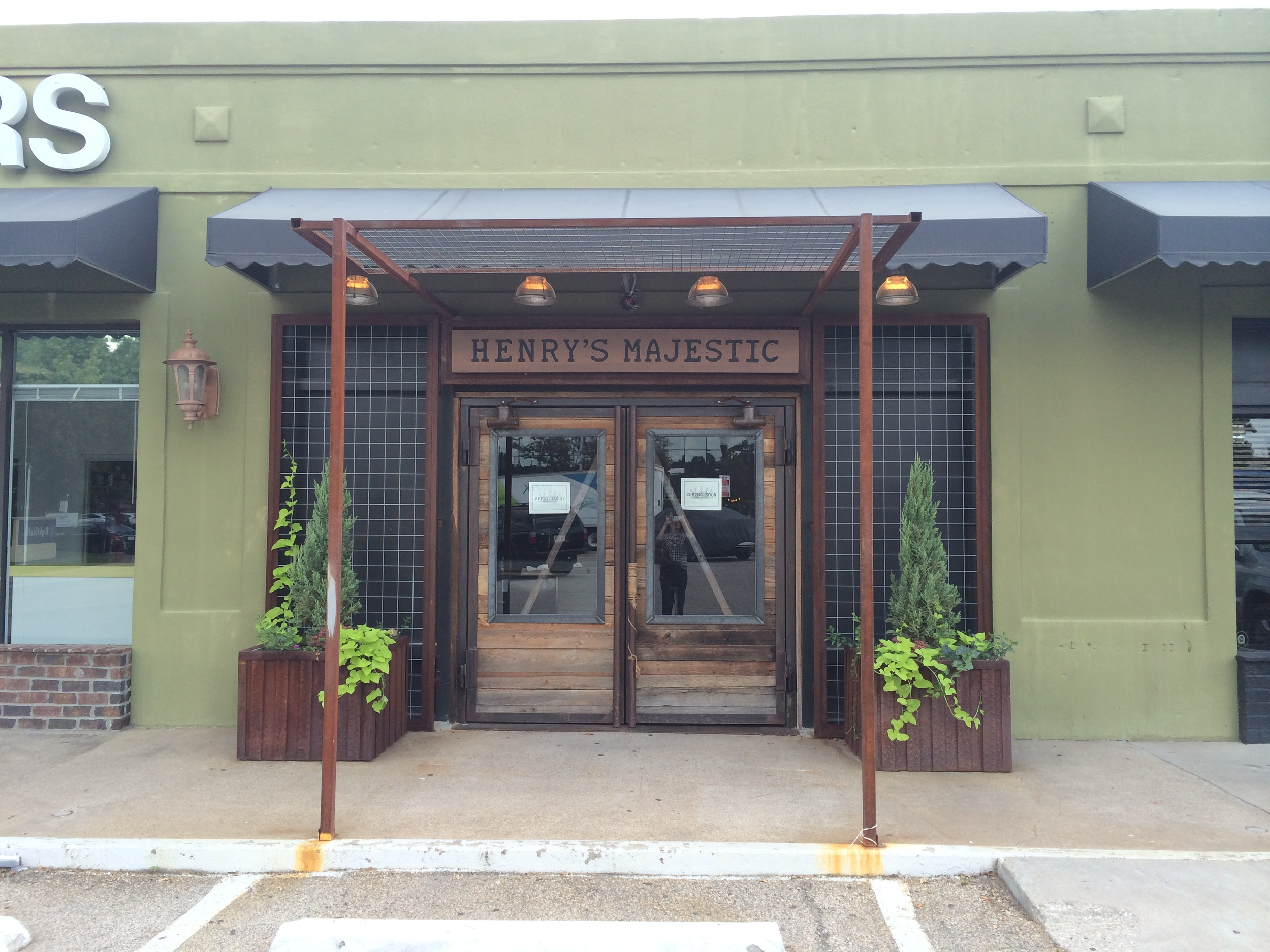 henrys-majestic-entry.jpg
