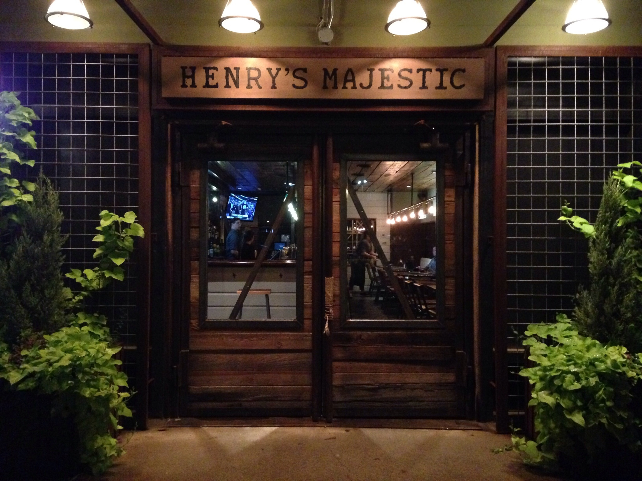 susie drinks dallas .henry's majestic