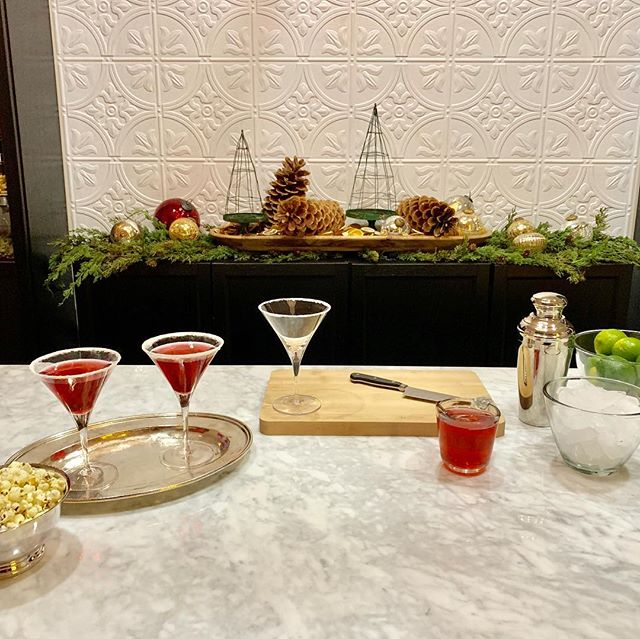 """Let's """"shake"""" up some merry with @marcjsievers """"Fluffy Henderson"""" Cosmopolitian featuring @cointreau_us (link in Marc's bio)!🎄🍊🎉 #MRGmoments #Holidays #Cointreau #Cosmopolitans #MixUpSomeMerry"""