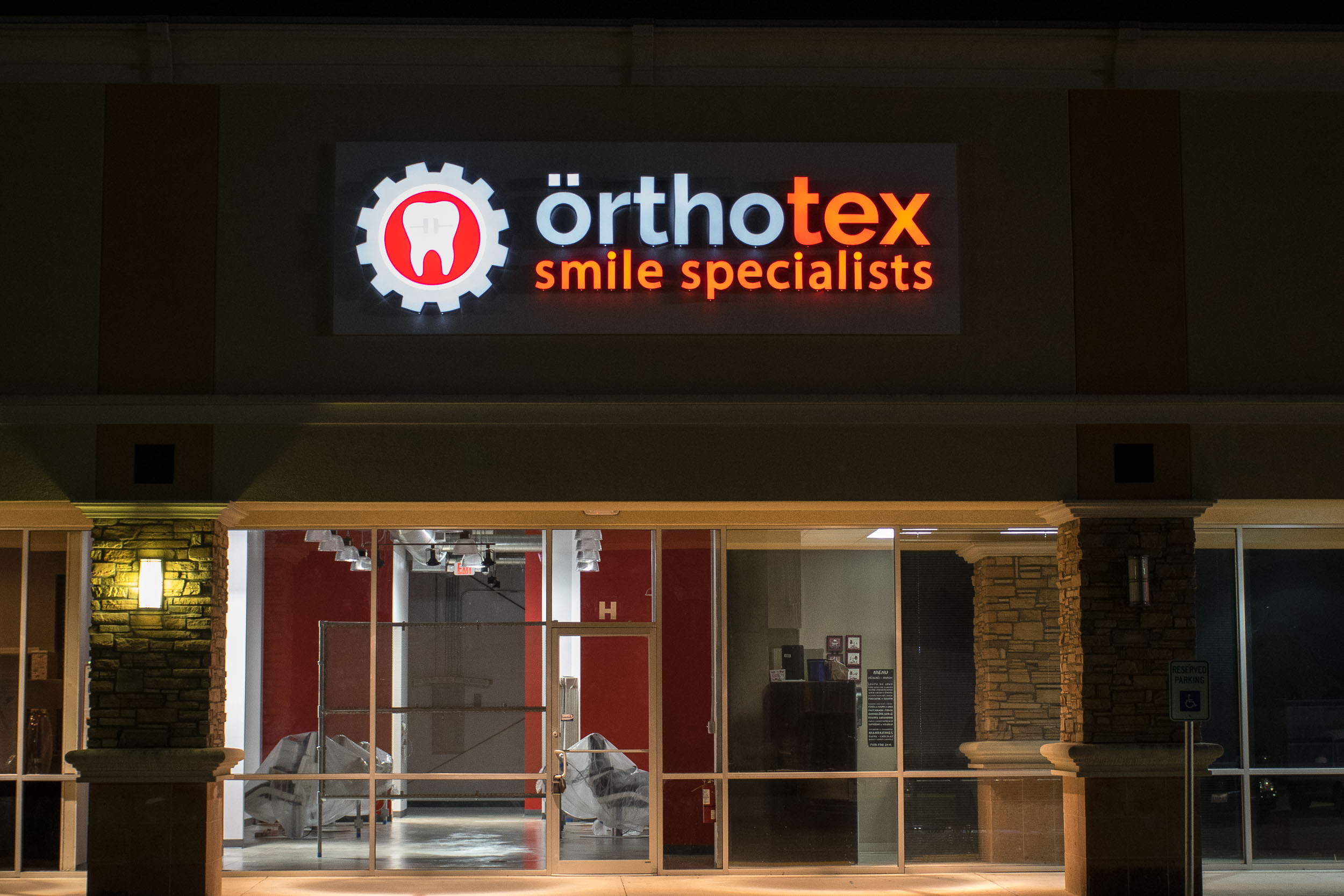 Orthotex_Dental_ext_sign_web.jpg