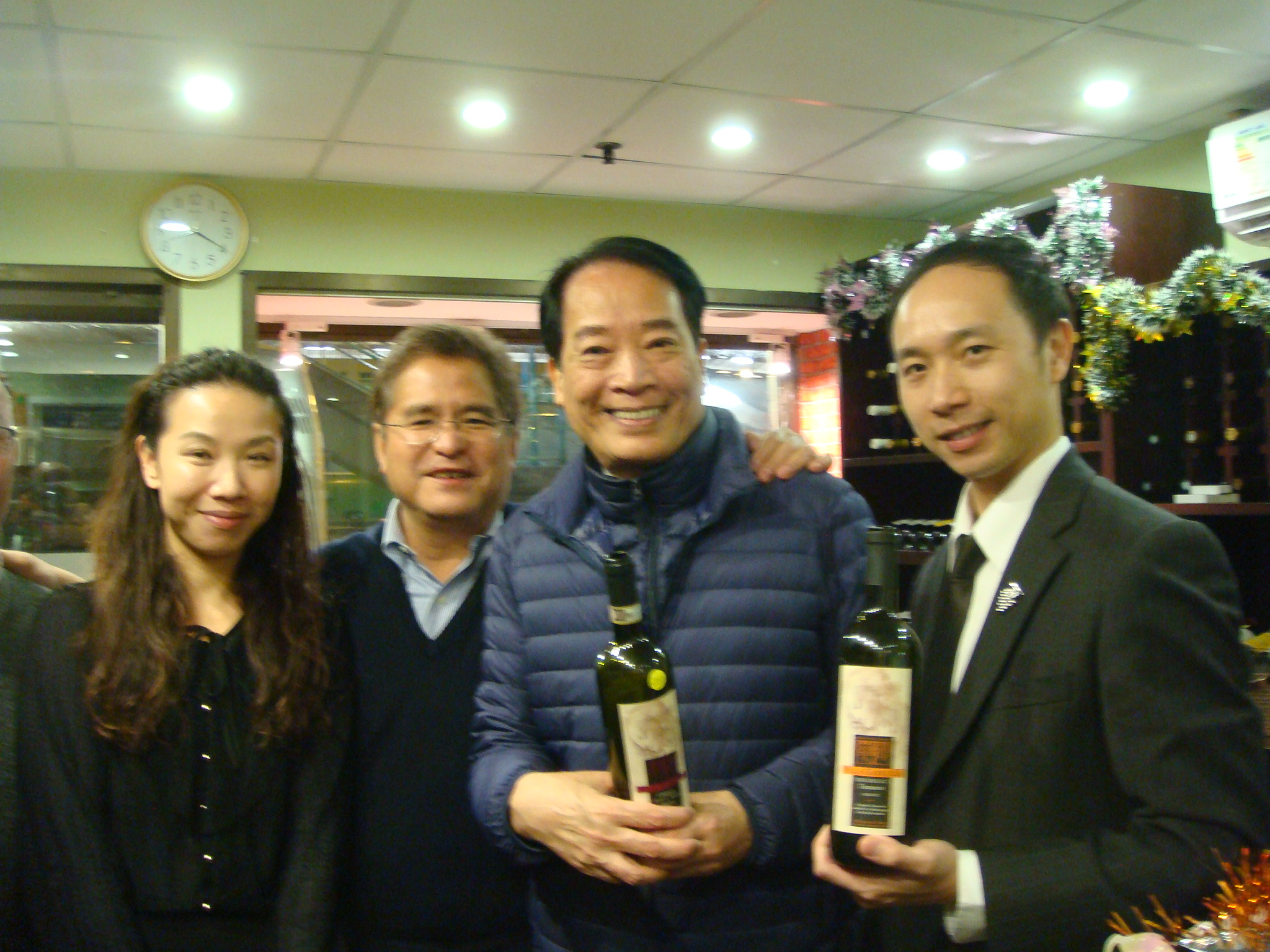 Stephen Ho & Gary Tsui from the Tender Group in Sheung Wan-Hong Kong recently hosted Villa Gabriella organic wines for a tasting with Hong Kong Sommelier-Davy Leung.