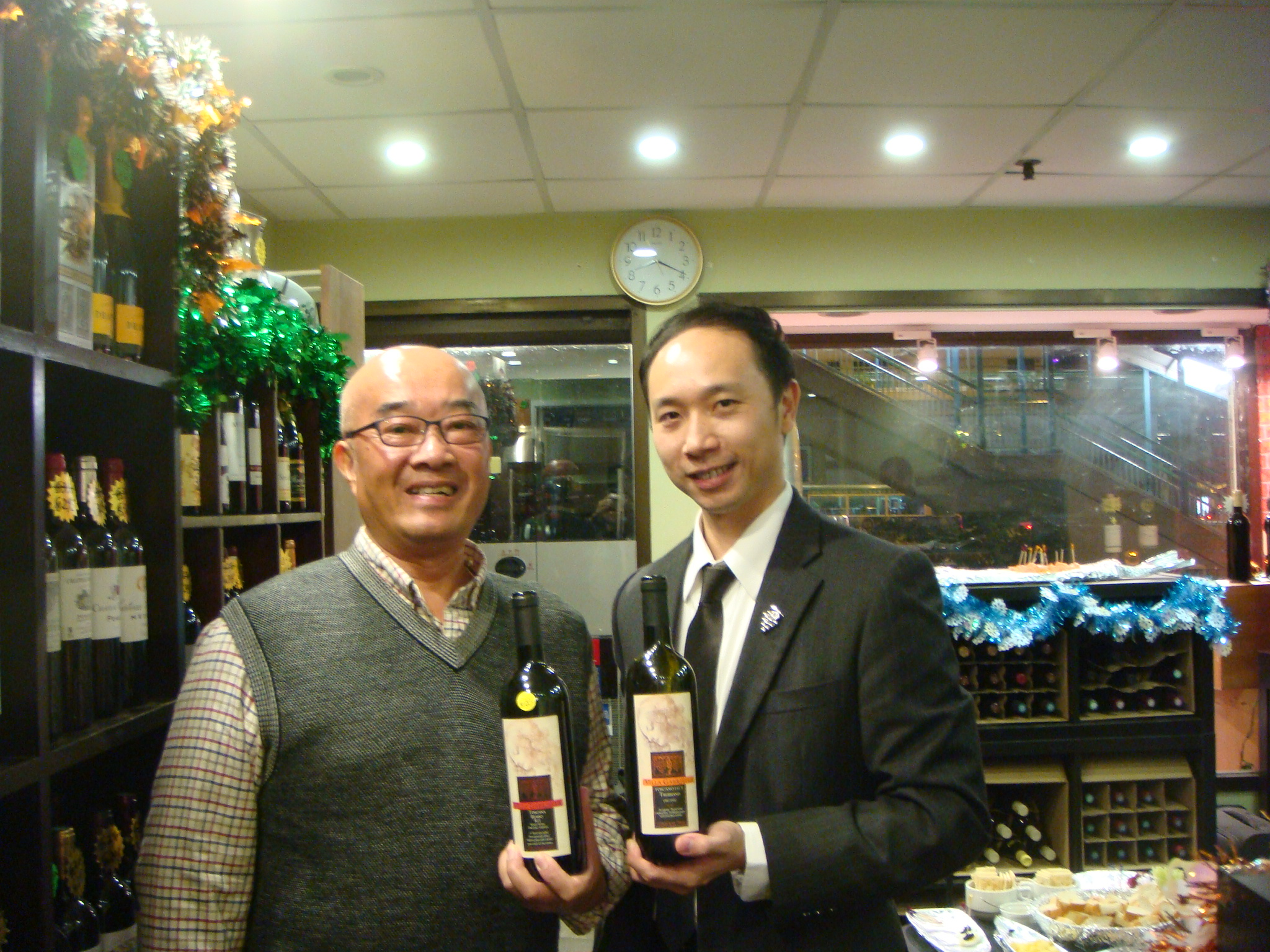 Tender Group Gary Tsui together with Sommelier Davy Leung & Villa Gabriella wines.