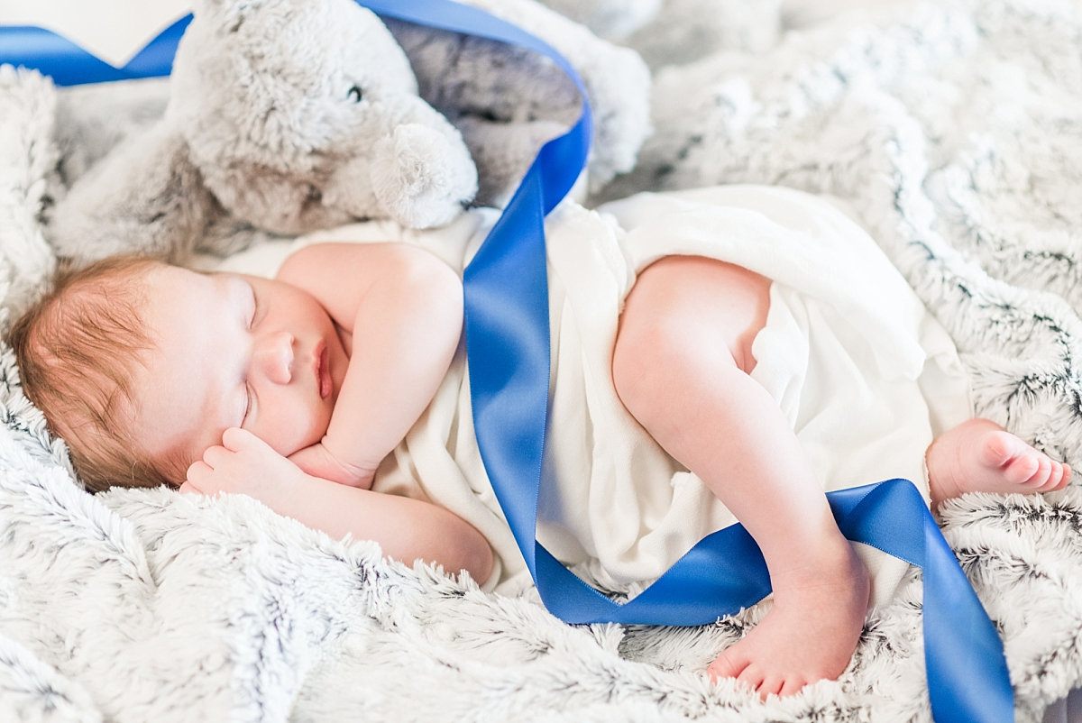 newborn portaits with wood american flag background_0356.jpg