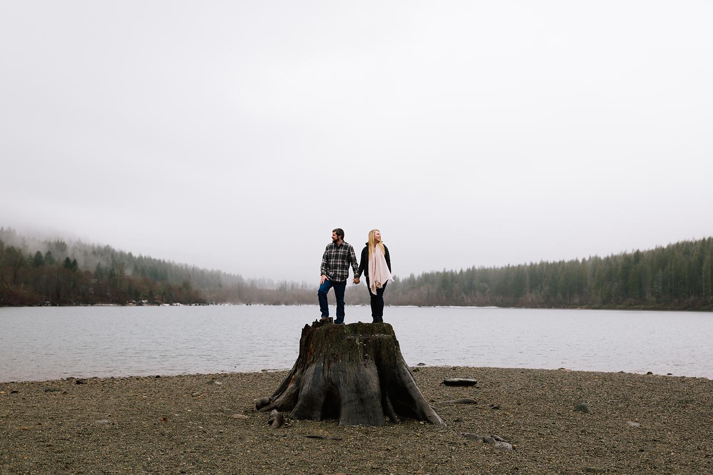 engagement-photographer-rattlesnake-lake.jpg